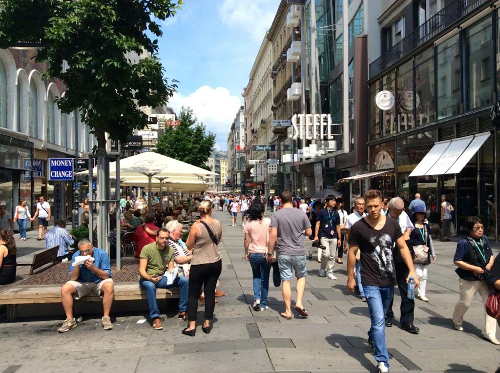 _walking1_kaerntnerstrasse