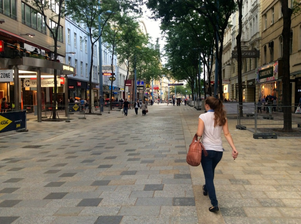 _walking2_mariahilferstrasse